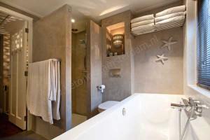 Badkamer met betonstuc (beton ciré) - Reitsma